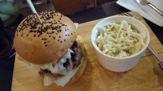 Firehouse Pub & Restaurant : California burger