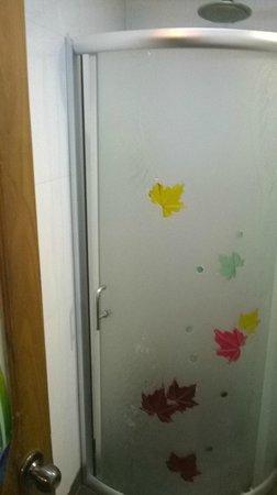 Hotel Dew Drops: Bathroom separation Door - for bathing
