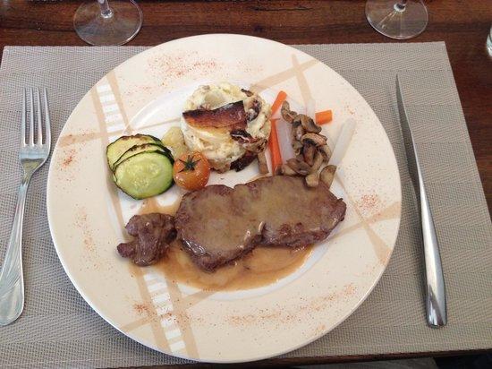 Auberge du Cheval Blanc : Faux filet et ses accompagnements