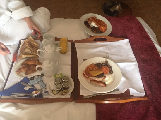 The Thames Riviera Hotel: breakfast in bed
