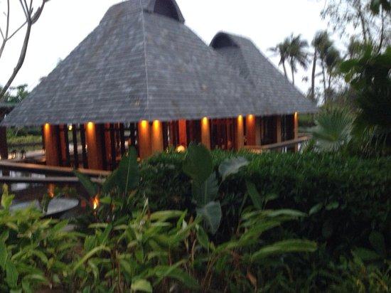 DoubleTree Resort by Hilton Sanya Haitang Bay: BBQ restaurant by the sea