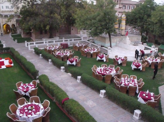 Castle Mandawa Hotel : setting up for our dinner