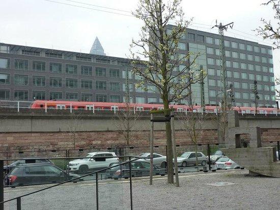 Novotel Frankfurt City: Vista 6