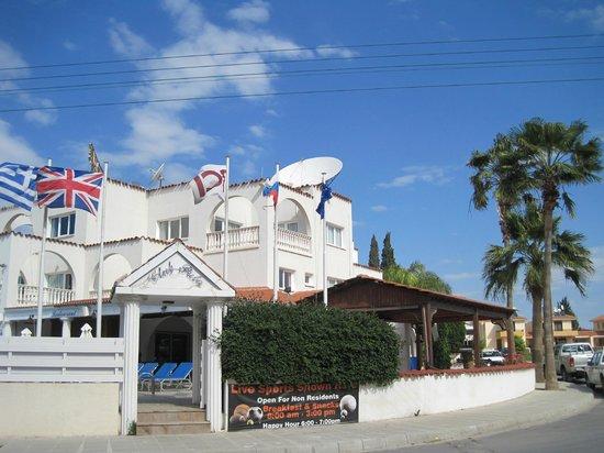 Club Pyla Beach Resort: Front Entrance