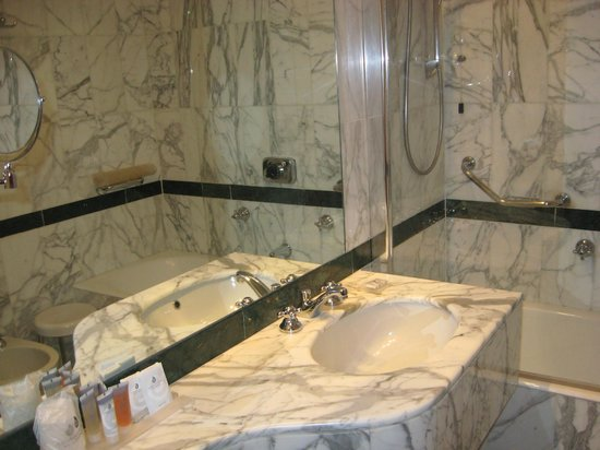 Hotel Albani Firenze: Bath