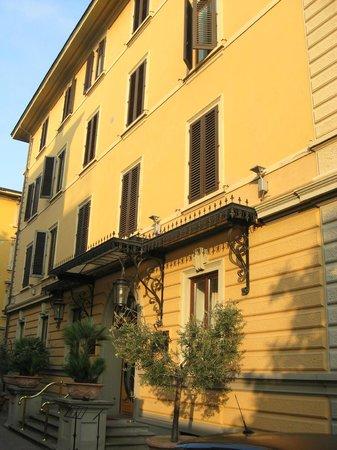 Hotel Albani Firenze: Front Entrance