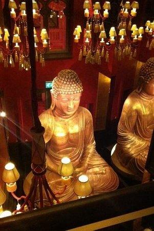 Buddha-Bar Hotel Budapest Klotild Palace: pretty buddha!