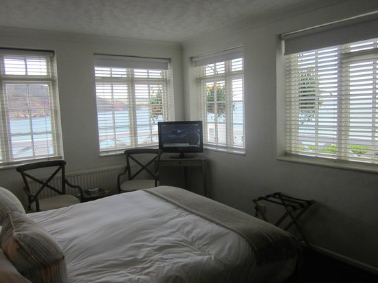 Cary Arms & Spa: Commander's 4 windows give a panoramic view over the bay
