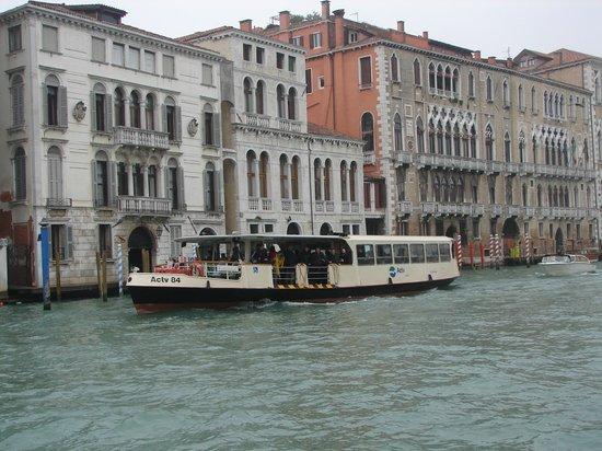 Stazione del vaporetto foto di vaporetto actv venezia for Vaporetto portatile migliore