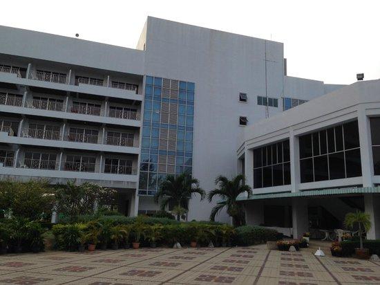 Suanson Pradipat Resort: Hotel building
