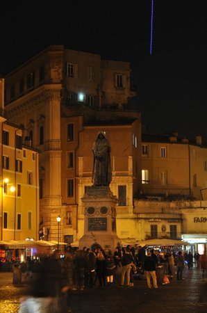 Food Tours of Rome: As always some amazing estatue in a Piazza