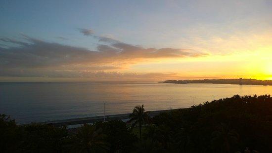 Hotel Nacional de Cuba: Sunrise from our room.