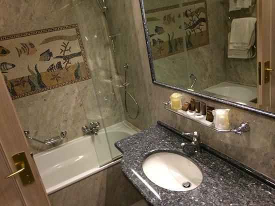 Grand Hotel Dino: Bagno