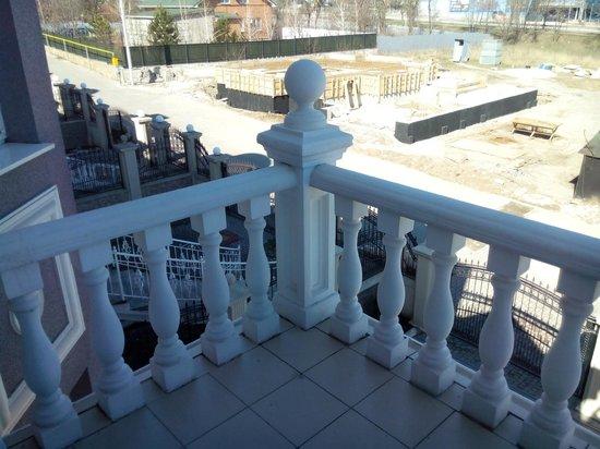 Vettriano Art Apartments : Перила на балконе