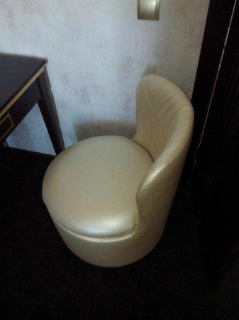 Vettriano Art Apartments : Рабочее кресло
