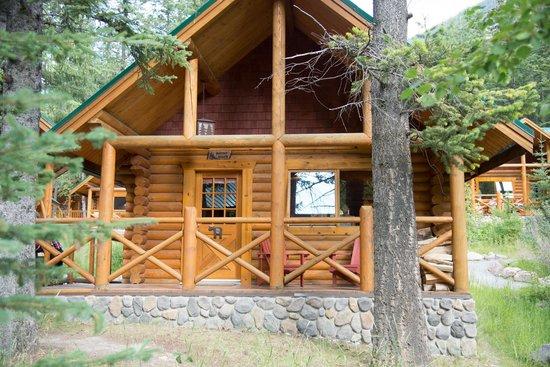 Cathedral Mountain Lodge: nostro lodge dall'esterno