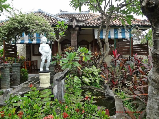Bali Taman Resort & Spa: taman depan kamar hoel
