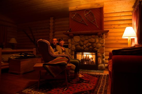 Cathedral Mountain Lodge: lodge all'interno...caminetto!!!