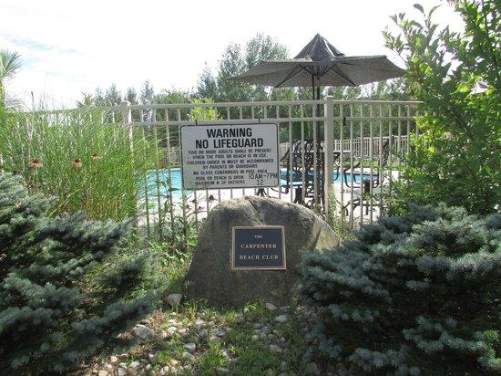 Cronin's Golf Resort : the pool garden Aug 2013