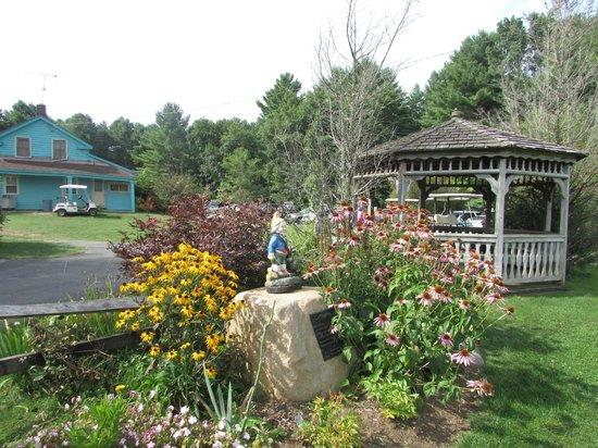 Cronin's Golf Resort : American honey bee garden