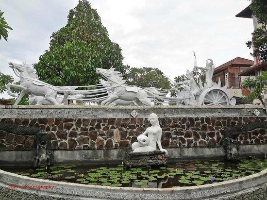 Bali Taman Resort & Spa: statue
