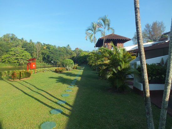 Cinnamon Citadel Kandy: Riverside walk