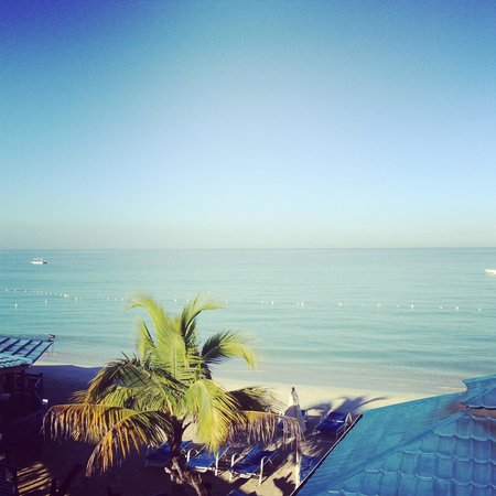 Negril Tree House Resort : Breakfast view daily