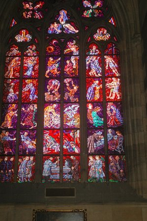 Veitsdom (Chram svatého Víta): one of the impressive stained glass windows