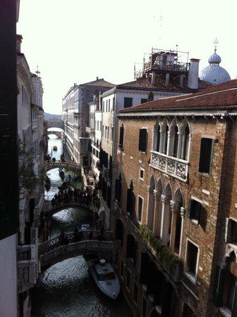Hotel Colombina: Kanalblick von unserem Zimmer