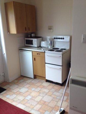 Ilfracombe Holiday Park: kitchen area