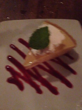 J&J Seafood Bar and Grill: Exceptional flavor in this key lime pie