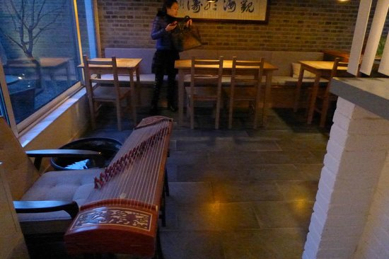 The HuLu Hotel: Breakfast area, with zither