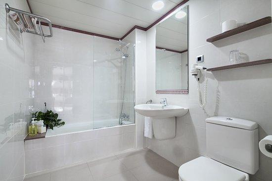 Apartamentos Porta Coeli : Baño