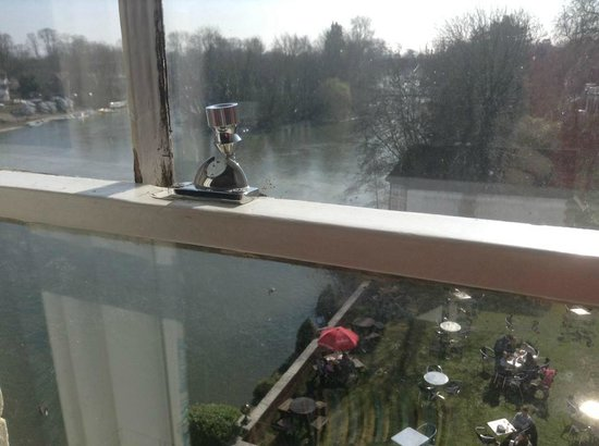 The Thames Riviera Hotel: Single Room View 3rd floor