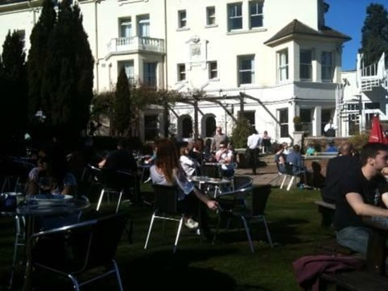 The Thames Riviera Hotel: In the back garden