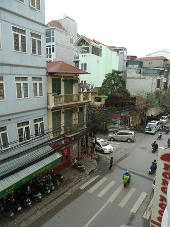 Hong Ngoc Cochinchine : The Noisy View from our room :-(