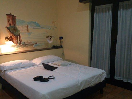 Hotel Villa Medici : Кровать