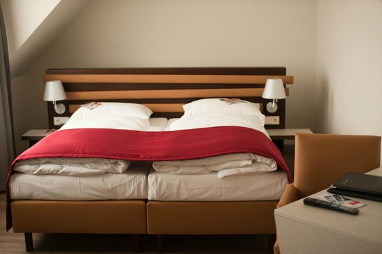 Austria Trend Hotel Beim Theresianum: кровать