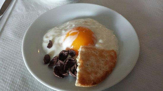 Casa Rural Sidonia : Huevo de avestruz para desayunar... te sorprenderá.