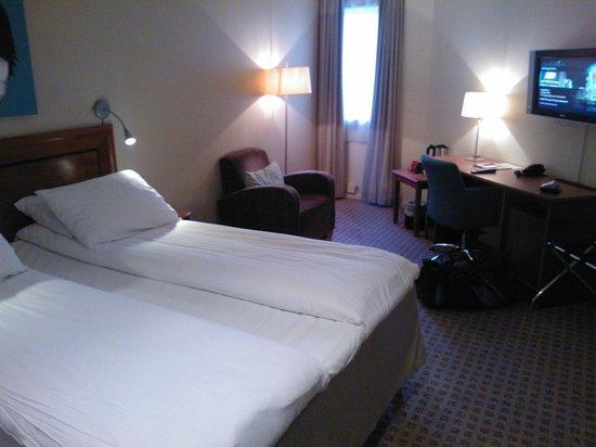 Thon Hotel Terminus : Fint dobbeltrom med badekar  mot bakgården