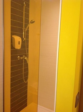 Ibis Styles Nivelles : douche
