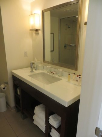 The Reach, A Waldorf Astoria Resort: Bathroom vanity