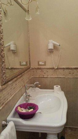 L'Antico Uliveto : bagno-camera