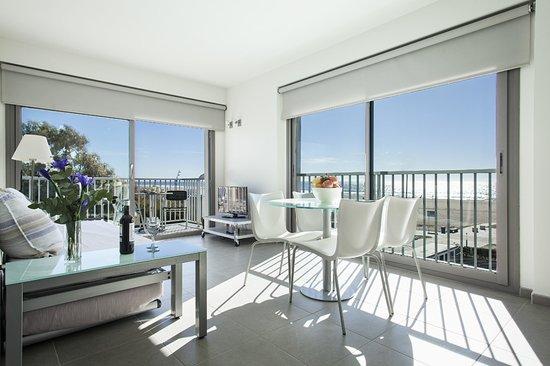 Apartamentos Marfina: Salon comedor con vistas