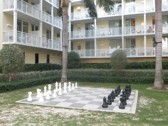 The Reach, A Waldorf Astoria Resort : Life-sized chess board in the courtyard