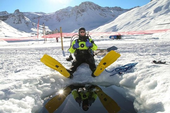Evolution 2 Val d'Isere: Ice diving activity