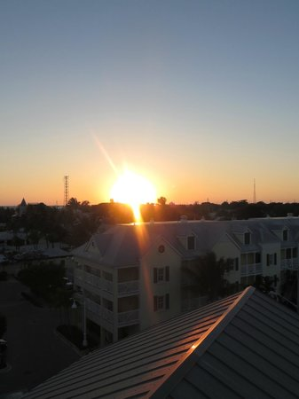 The Reach, A Waldorf Astoria Resort : Sunset view from the rooftop deck