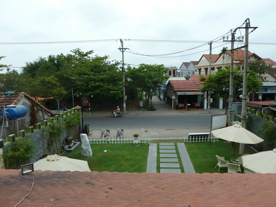 Phu Thinh Boutique Resort & Spa: The Noisy Road!