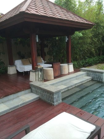 Renaissance Sanya Resort & Spa: Nice area for chill out by the pool