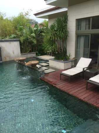 Renaissance Sanya Resort & Spa: Private pool in the villa with a sundeck